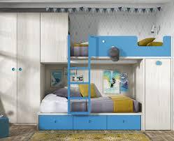 chambre avec lit superposé chambre pour enfant avec lit superposé armoire et bureau