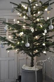 Simple White Christmas Decorations by 102 Best White Christmas Decorating Images On Pinterest