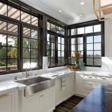 Photos HGTV - Kitchen sink windows