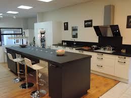 cuisine fonctionnelle plan ilot de cuisine avec table affordable scandinave by hauteur d un