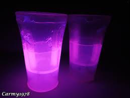 bicchieri fluorescenti come organizzare una festa fluo