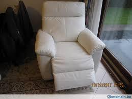 vend canapé vend canapé 3 places et fauteuil a vendre 2ememain be