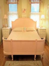 pretty white full size curved footboard bed shabby chic