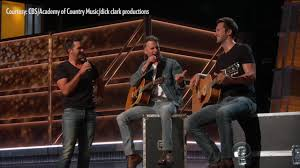 dierks bentley evelyn day bentley acms 2017 luke bryan and dierks bentley honor chuck berry