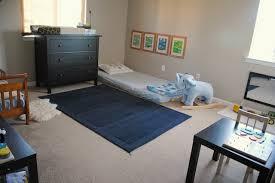 chambre bébé montessori chambre montessori le béaba pour que bébé grandisse sereinement