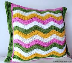 12 handy hacks for the perfect crochet pillow cover