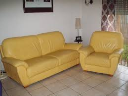 canape jaune cuir vends canapé 3 places et un fauteuil en cuir jaune germain sur
