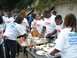 me and my family participate in feeding the homeless on thanksgiving