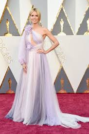 heidi klum u0027s oscars gown looks like a bridesmaid disaster