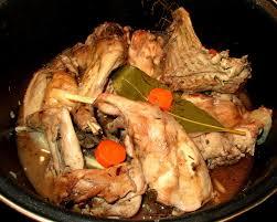 cuisiner un lapin de garenne lapin de garenne aux girolles et vin blanc