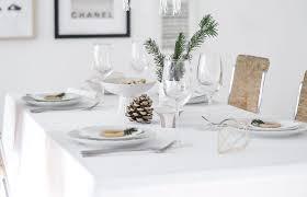 pretty table setting idea for christmas
