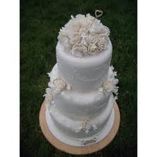 glasgow pearl icing lace wedding cake with sugar roses