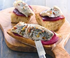 comment cuisiner le hareng bruschettas au hareng et à la betterave recette gourmand