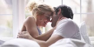 5 hal manis bisa dilakukan saat berhubungan intim agar makin hot