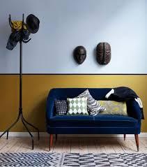 peinture tissu canapé salon design africain avec murs peinture couleur bleu soubassement