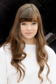 romeo and juliet hairstyles hailee steinfeld 7 reasons why she s the perfect juliet