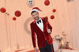 Halloween T Shirts Target by Brett Eldredge Surprise Serenades Fans With Christmas Music On