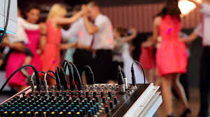how much do wedding djs cost how much does a wedding dj cost prices