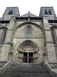 abbaye de la chaise dieu façade principale de l abbaye de la chaise dieu photo de l abbaye