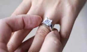 model cincin berlian mata satu harga cincin berlian yang indah dan mewah