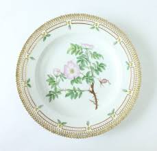 set of 12 royal copenhagen flora danica porcelain dinner plates