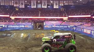 monster jam allstate arena chicago 02 19 17 grave digger