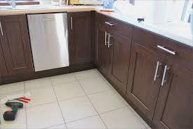changer poignee meuble cuisine poignée porte de cuisine beau changer poignee meuble cuisine