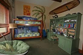 chambre surf design interieur deco chambre enfant theme surf lit bois mezzanin