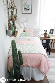 Peach Color Bedroom by Best 20 Peach Bedding Ideas On Pinterest Lots Of Windows