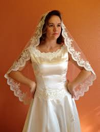 bridal lace veil wedding veil in hip length mantilla with beaded