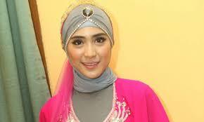 tutorial hijab turban ala april jasmine hijab ala rock n roll hijab style 6
