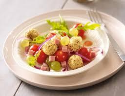 cuisiner des tomates cerises salade raisins tomates cerises et billes de chèvre aux noisettes