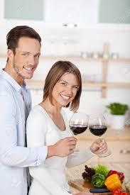amour dans la cuisine heureux en amour de boire du vin dans la cuisine banque