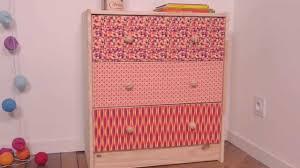 customiser un bureau en bois comment customiser un meuble avec du tissu