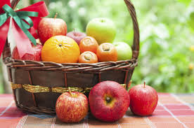 how to make fruit baskets diy hacks on how to make an attractive fruit basket in 9 easy steps