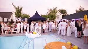 Lisa Vanderpump Home Decor Bellatv Hamptons White Party Hosted By Lisa Vanderpump Youtube