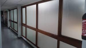 bureau vitre peinture verre dépoli sur vitre de bureau les pennes mirabeau