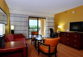 Comfort Suites Indianapolis South Business Hotel In Southport Indiana Courtyard
