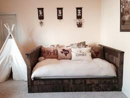 Diy Daybed Frame Gorgeous Diy Wood Daybed Seating And Guest Sleeping Plans By