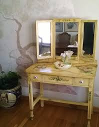 Vanity Makeup Desk With Mirror Best 25 Tri Fold Mirror Ideas On Pinterest Vintage Vanity