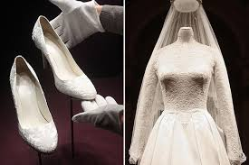 wedding cake kate middleton kate middleton s wedding dress and cake unveiled at buckingham