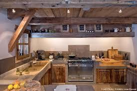 cuisine chalet bois un chalet brut d élégance maison créative
