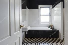 designer fliesen badezimmer renovierung schwarz weiß boden fliesen horizont