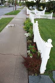 Patio Fences Ideas by Best 10 Pool Fence Ideas On Pinterest Pool Landscaping Pool