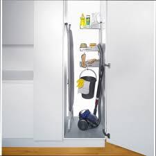 meuble a balai pour cuisine placard à balai placard a balais rangement id es de armoire 70hp