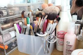 makeup brush storage inthefrow