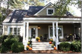 houses with front porches front porch decorated for fall talk of the house 1024x682pp w725