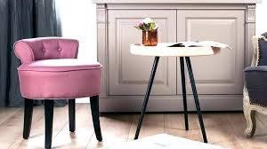 petit fauteuil de chambre fauteuil chambre a coucher lit a baldaquin et a colonnes pour votre