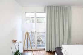 Schlafzimmer Und Babyzimmer In Einem Blackout Hotelvorhang Kitzbühel In Hellgrau Starke Verdunkelung
