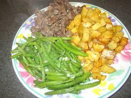 cuisiner haricot vert steak emincé accompagné d haricots verts sautés et de pommes de